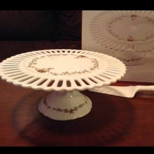 Other - Gorgeous Christmas cake stand with spatula
